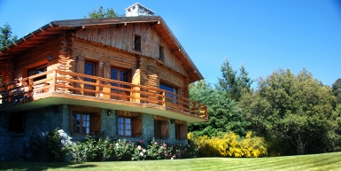 LAKEFRONT SWISS CHALET WITH STUNNING VIEWS OF NAHUEL HUAPI NATIONAL PARK
