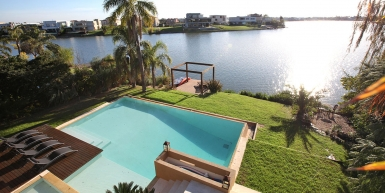 Excepcional home in prestigious Gated Community
