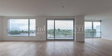 Excelente 4 ambientes en piso 7° con vista a la Vicente López y Río. Ubicado al frente