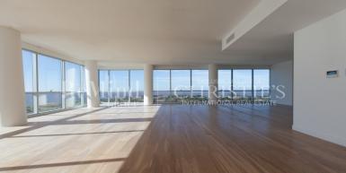 Excelente piso 17 con vista abierta al río y a la Ciudad, totalmente vidriado.