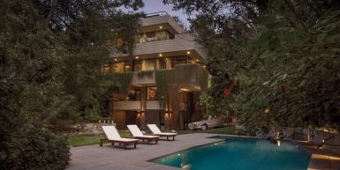 Increíble mansión sobre la barranca de Punta Chica
